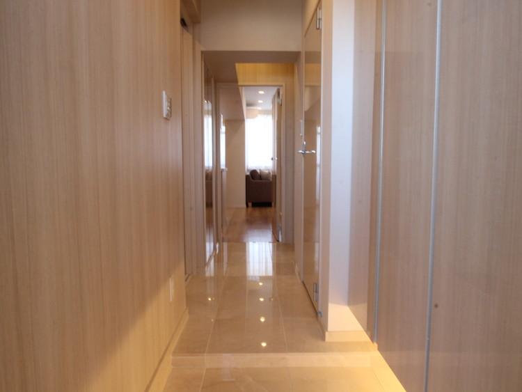 廊下等の共有スペースはダウンライトを設置、全体のアクセントとなるように致しました。光の届き方、スイッチの位置にも配慮し、暮らし易さを徹底。