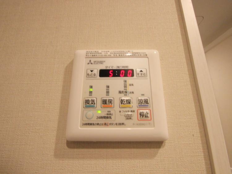 冬場には暖房機能、梅雨の時期には乾燥、機能的で清潔感溢れる浴室。快適・清潔な空間で心も体もオフになる時間を楽しむことが可能です。