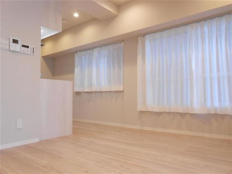 明るめの色調に統一している為、いっそう陽当りが実感できます。デザインもシンプルで好みのお部屋を実現できます。