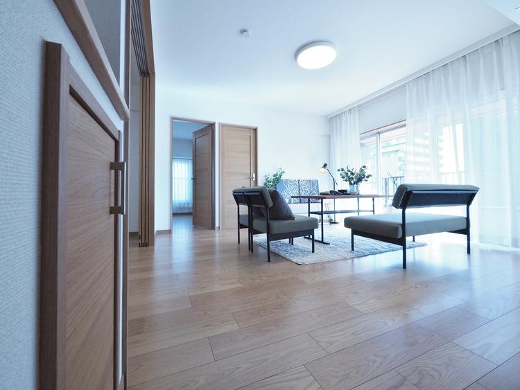家族とのコミュニケーションを促進する拘り設計。快適な居住空間を演出し、都市型生活をより潤いある時間へ代えてくれます。