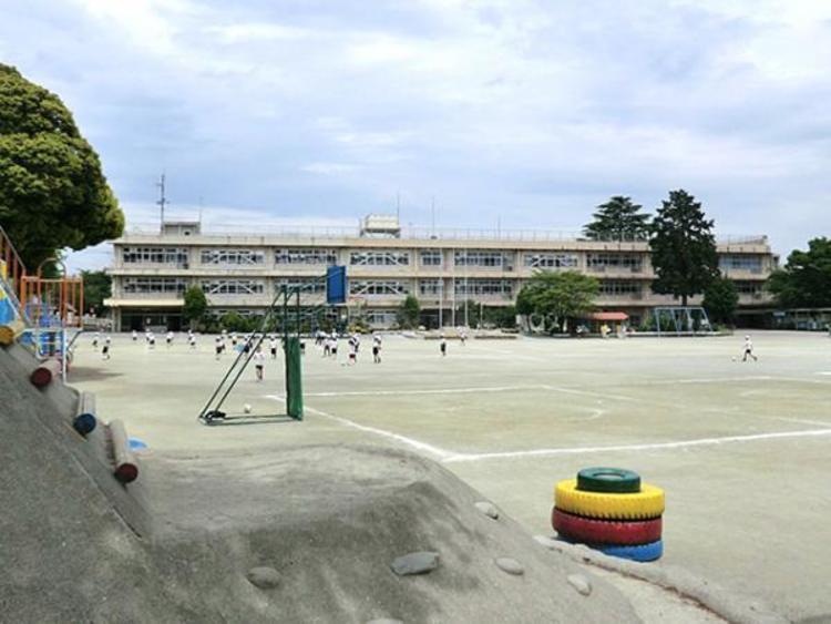 さいたま市立日進小学校 1300m
