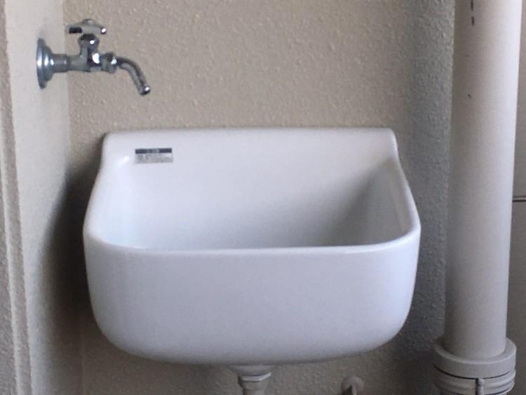 バルコニーに水栓があり、お掃除したり靴を洗ったりちょっとした水遊びに♪