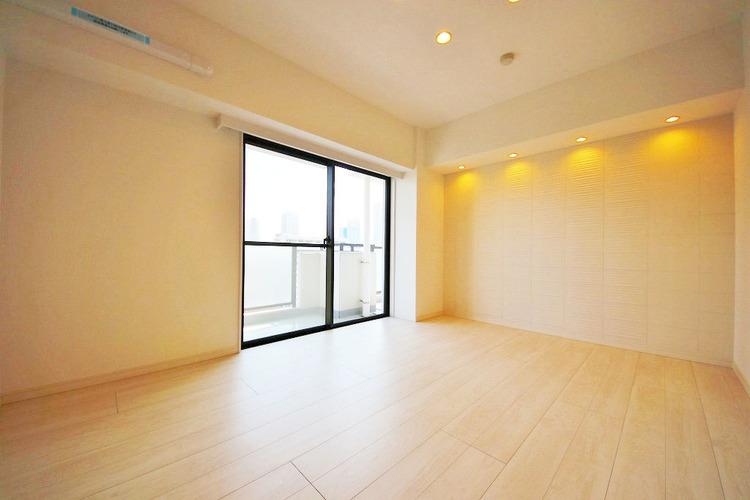 7.1帖洋室 新たに設置されたダウンライトが空間をおしゃれに演出してくれます