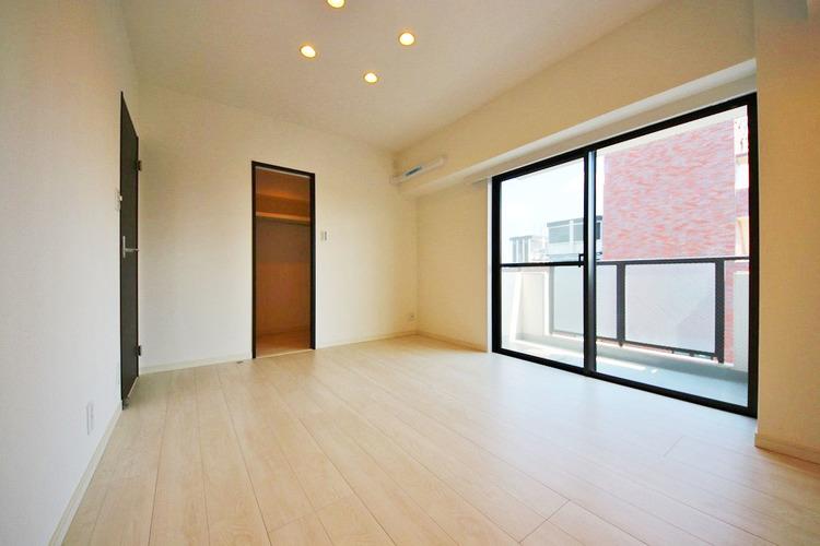 7.1帖洋室 バルコニーに面しており、明るいお部屋です