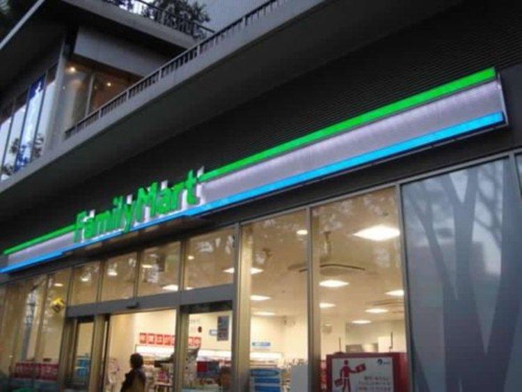 ファミリーマートガーデンシティ品川御殿山店まで383m 24時間営業のコンビニストアは今や生活の必須店舗でございます。