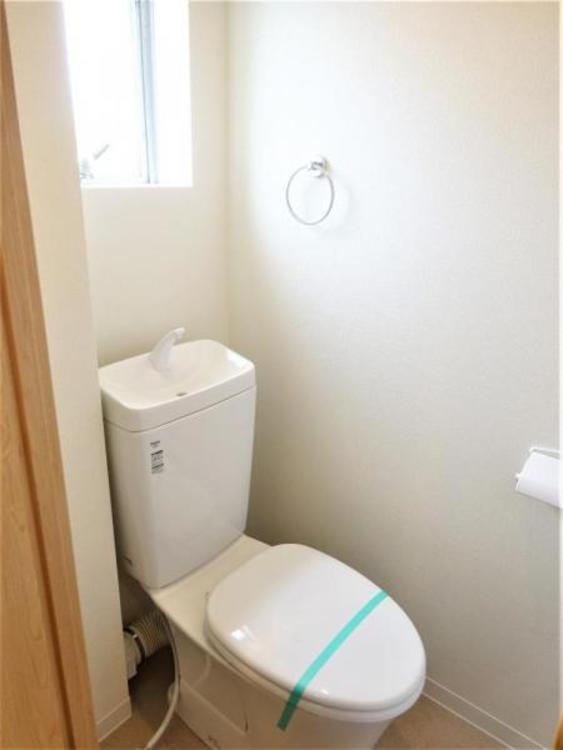 窓もあり明るいトイレ☆