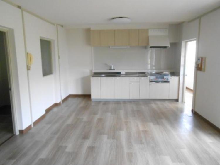 リビングと一体型のキッチンで家事動線も短く手早く作業ができます。
