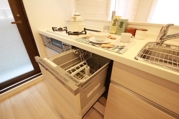 キッチンには家事の負担を軽くしてくれる食洗機が完備されています