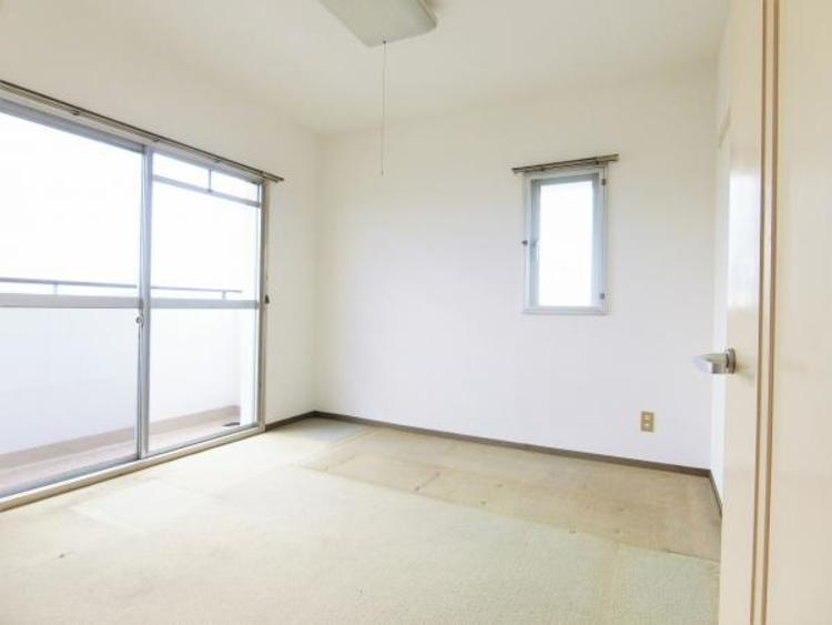 全ての居室はバルコニーに出れて明るいお部屋です。