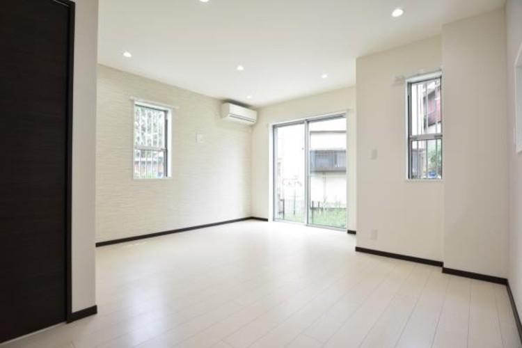 インテリアショップで見掛けた「あの家具」も置ける、ゆったりとした空間。時に広さが上質な寛ぎの時間になる事も。