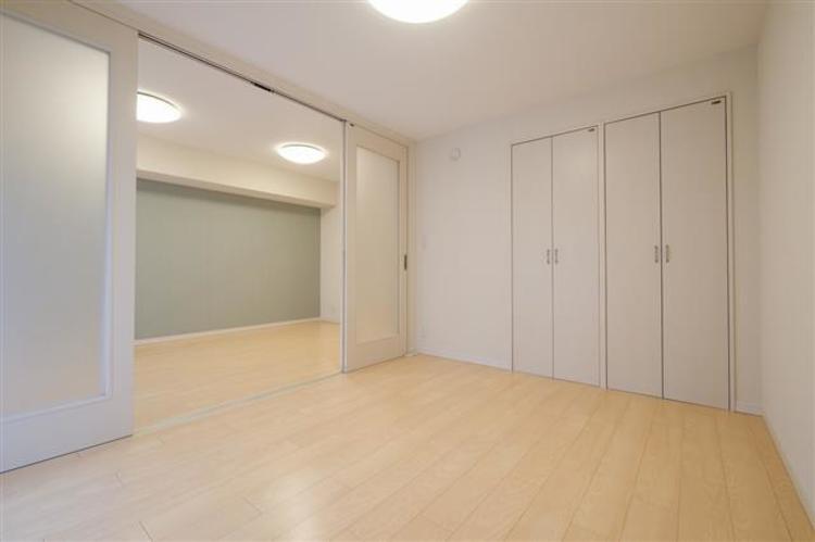 洋室2へとつながるドアを開けることで、使用用途が広がり、自分好みの空間を作ることが出来ます。