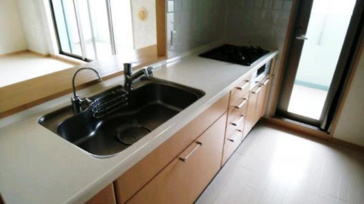 ●収納たっぷりのキッチン!ゴチャゴチャしがちなキッチンもスッキリ片付きますね!
