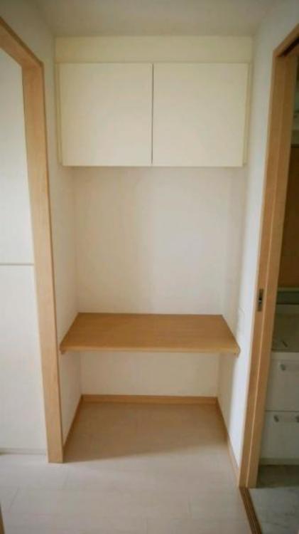 ●キッチン横にはカウンター付スペース!家事の合間に少し休憩。読書もできますね!