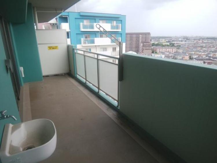 ●ワイドなバルコニーで毎日のお洗濯もラクラク快適ですね!