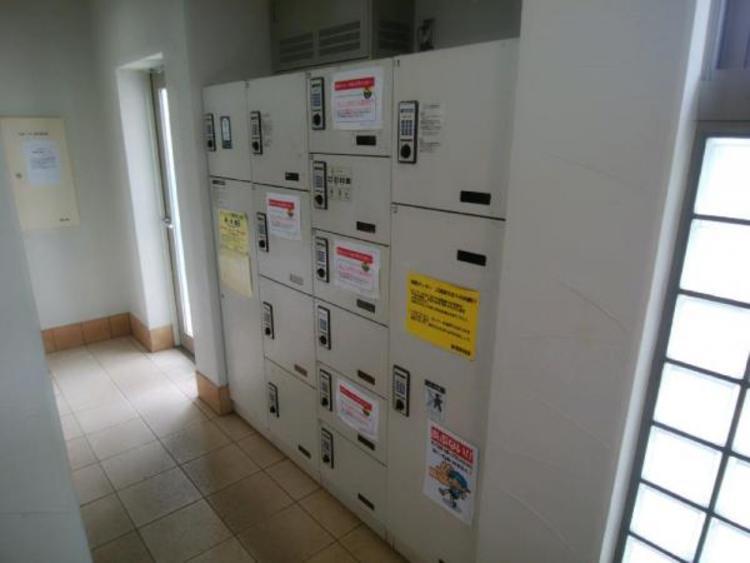●外出時にも荷物の受け取りができる便利な宅配ボックス付きです!