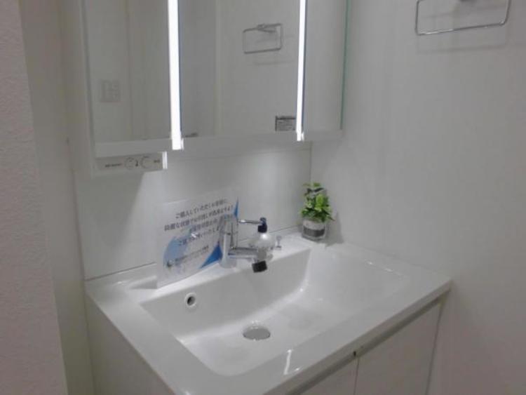 ●ワイドな作りの洗面台で朝の身支度もスムーズにできますね!
