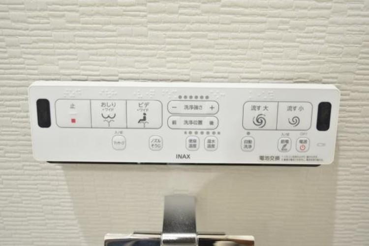 【洗浄機能付トイレ】快適な生活を送るための必須アイテムとなった洗浄機能付トイレ。おしり洗浄、ビデ洗浄、暖房便座の3つの機能を標準装備しています。