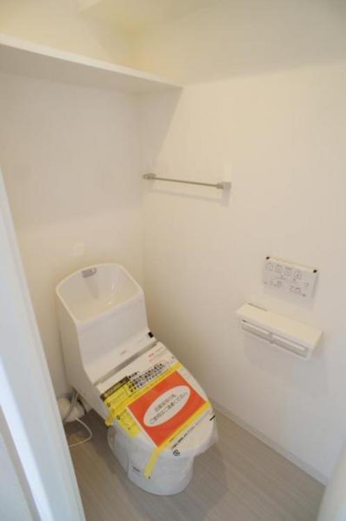 節水効果がありお掃除もしやすいタンク一体型トイレを採用!