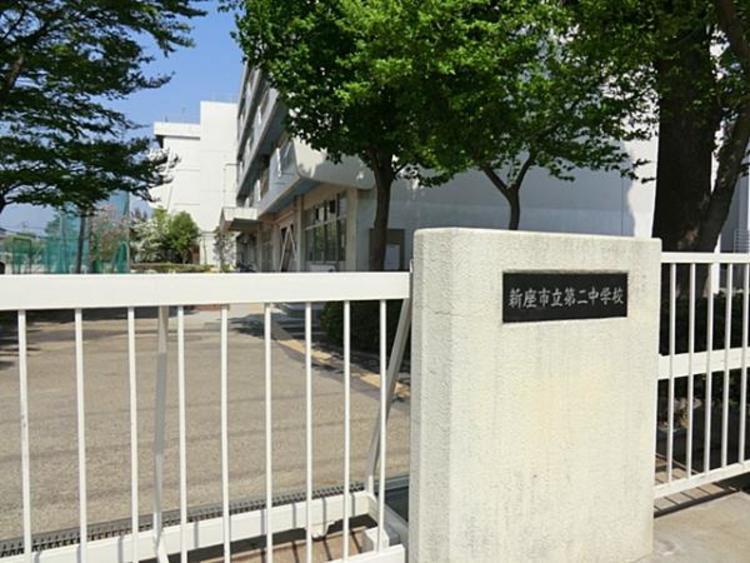 新座市立第二中学校990m