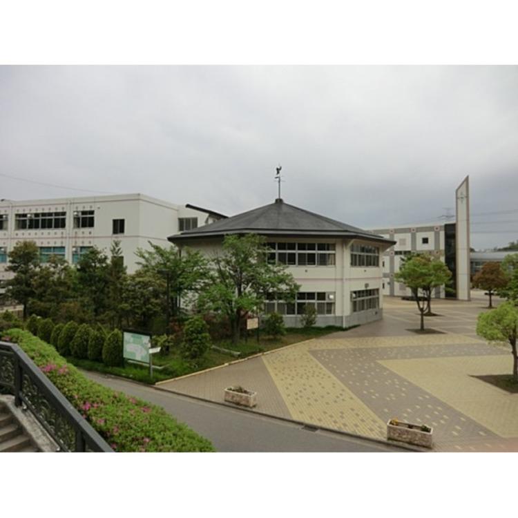 戸塚西中学校(約4070m)