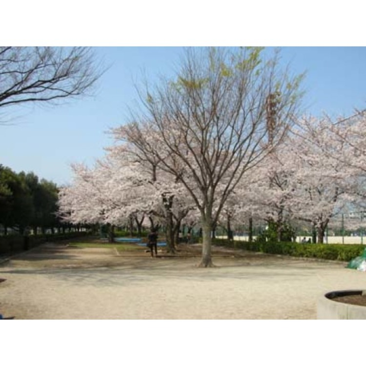 戸塚榎戸公園(約830m)