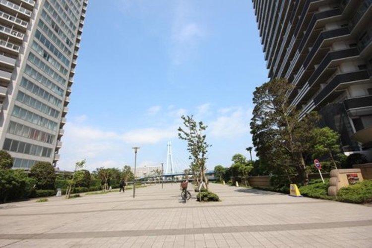 周辺には緑道もあり、緑溢れる環境です。閑静な住宅街となりますので、子育てにも良いですね。