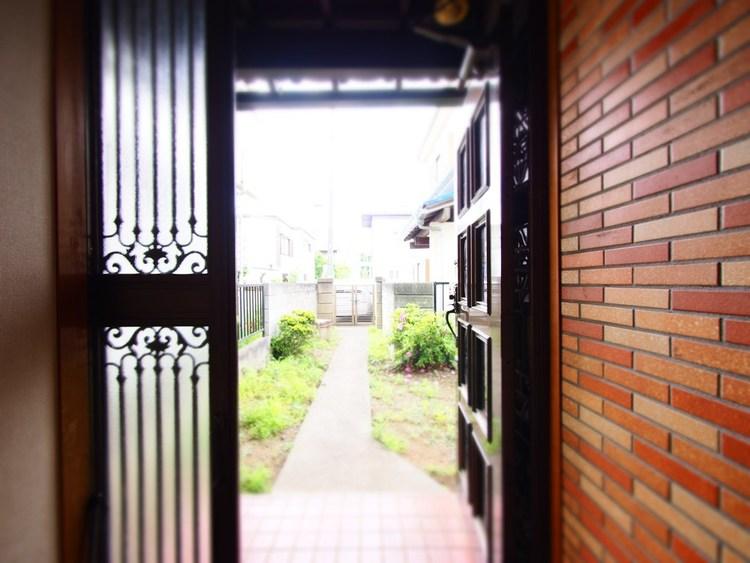 明るい玄関はお家の顔です。明るくスッキリとした印象に保ちたいものです。帰りたくなる家がございます。