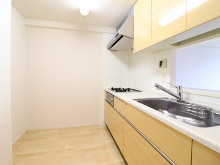 広いキッチンは作業スペースが確保でき、子どももお手伝いがしやすい。対面キッチンは、子どもを見守りながら料理できる点が人気