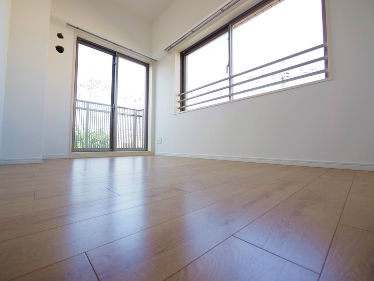 北側の居室ですが大きな建物がないため明るいお部屋です。