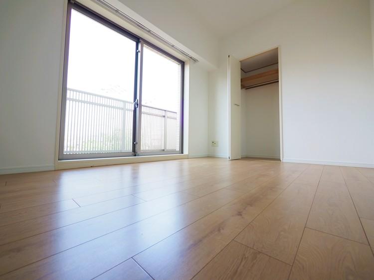 各居室大きな窓が設けてあり開放感があります。