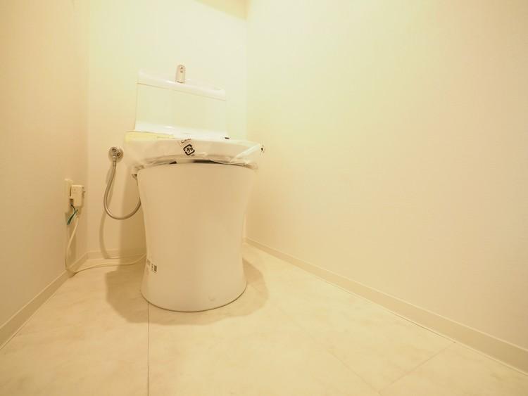 お手入れのしやすい広々としたトイレです。