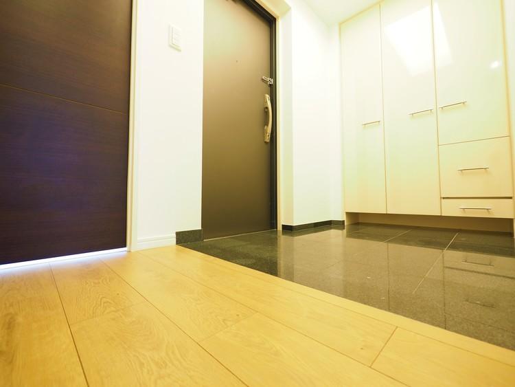とても広い玄関です。ご覧になって頂けると実感できると思います。