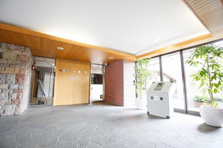 その住居の第一印象となるのがエントランスホールです。訪問されたお客さまをやさしくお迎えします。エントランスホールは、いわば住居の顔です。