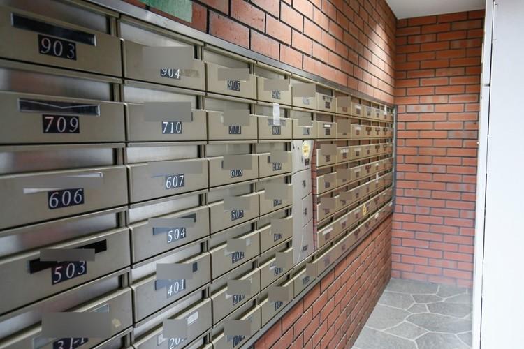 宅配ボックスや郵便受けのある広場をエントランスホールといいます。開放的なスペースで玄関までの期待感が膨らみます。エントランスはお客様へのおもてなし。