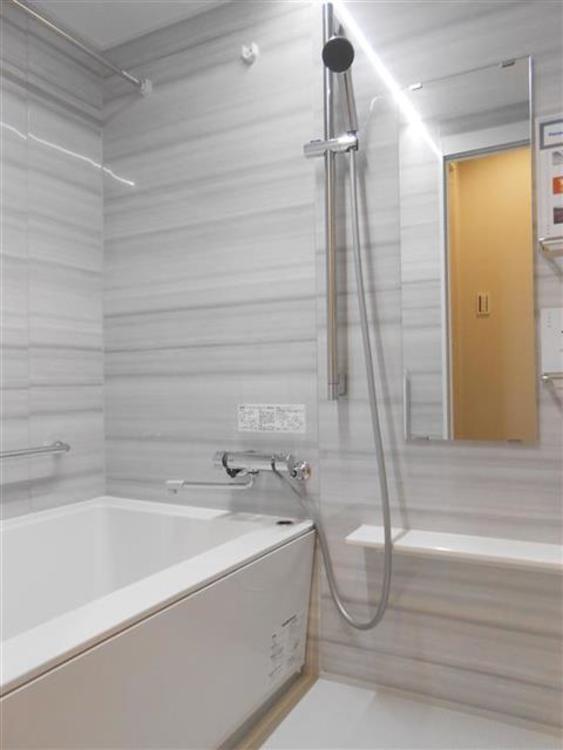 清潔感を重視したデザインとなっており、落ち着いてくつろげる浴室です。