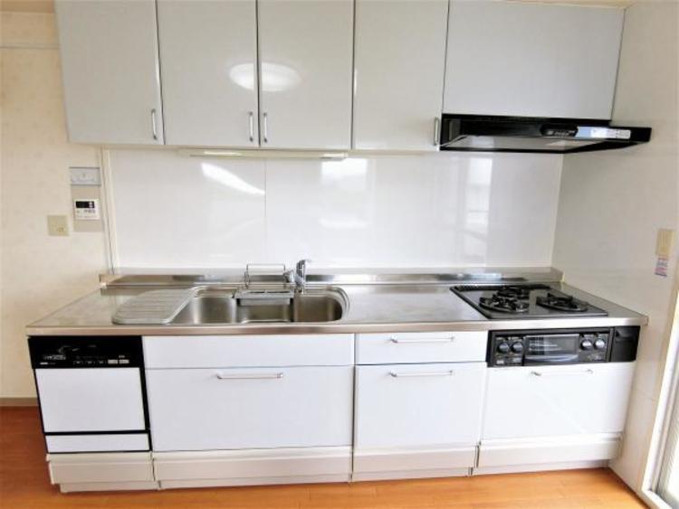 白が基調のキッチンです。