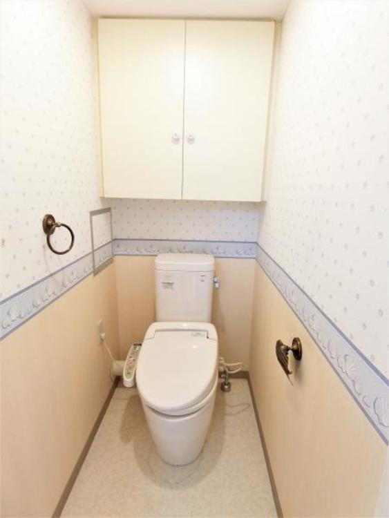 トイレにも収納があり便利です。