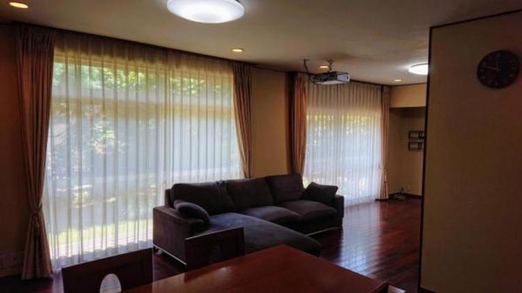 ●大きな窓があり陽当り良好!家族が集まる大切な場所だから明るい空間がうれしいですね!