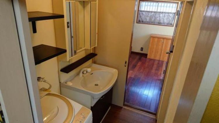 ●収納たっぷりの洗面スペース!タオル類などもスッキリしまえます!