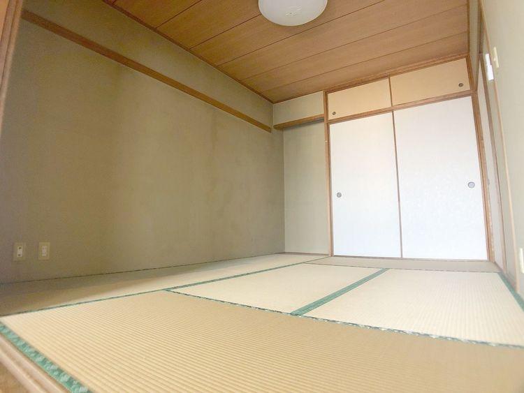 リビングと和室が続き間設計でゆったり空間