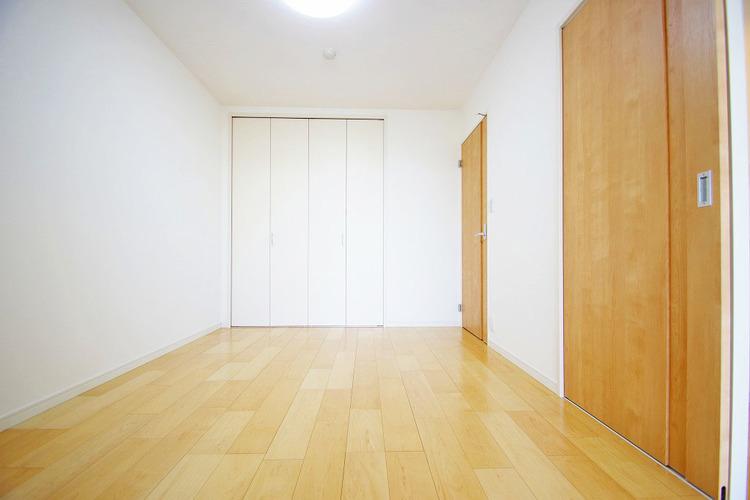 6.0帖洋室 各居室収納完備です