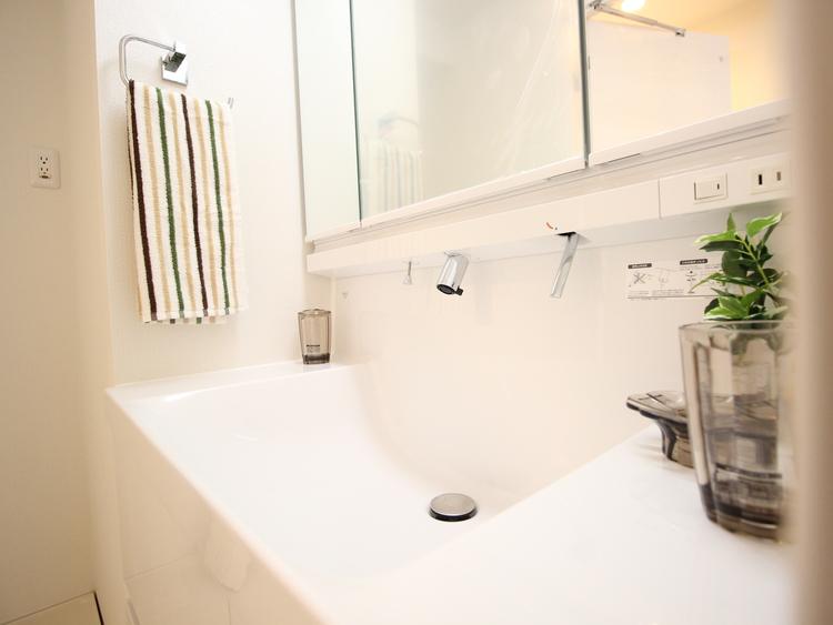 ホワイトを基調にまとめた室内はホテルのような上質な気品あふれる空間を創造しております。