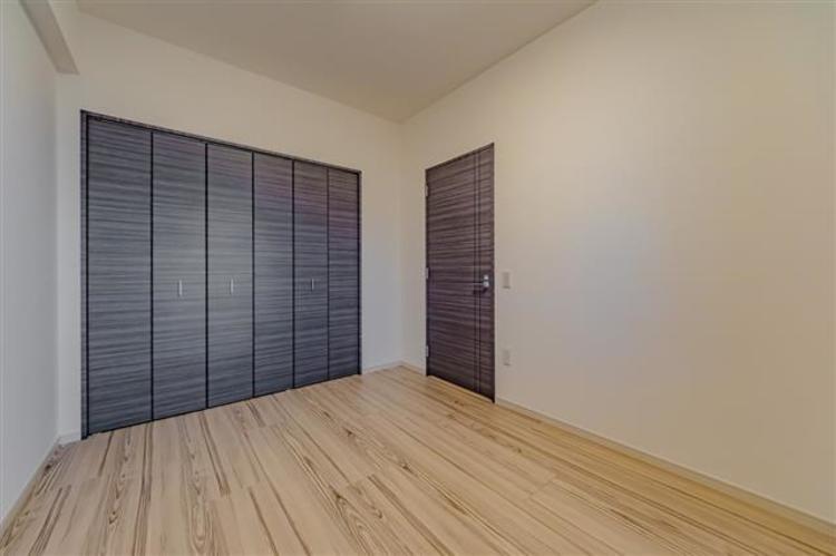 洋室3、約6.5帖。全室収納付きです!