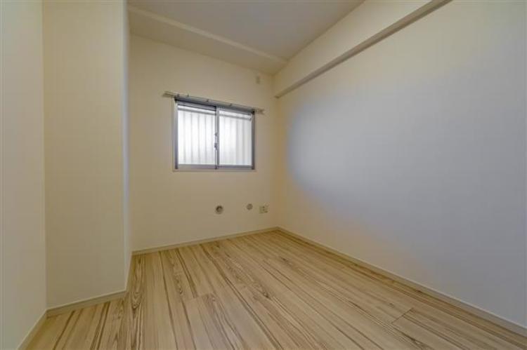 シンプルな使いやすいお部屋で、寝室、書斎、子供部屋等様々な用途でお使いいただけます。