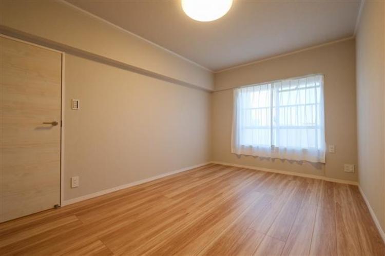 洋室1 約5.8帖 収納も充実しており、すっきり片付きます。