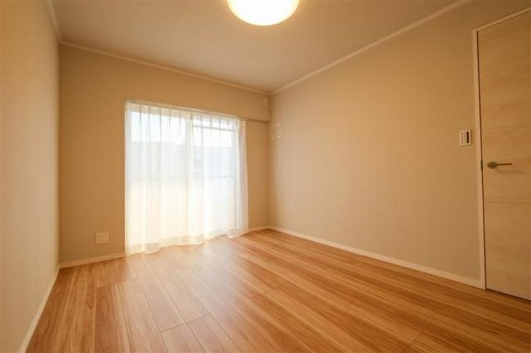 洋室3 約7.2帖 スペースを広く確保することが出来、自分好みのインテリアを実現できます。