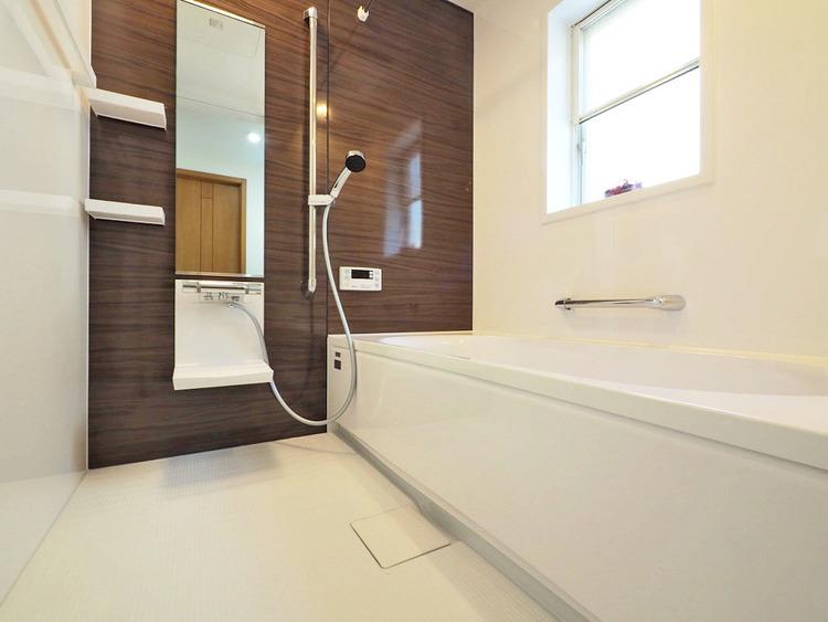 新規リフォーム済みで気持ちのいい浴室