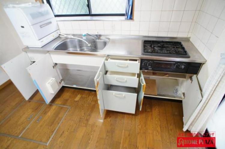 収納もたっぷりの収納充実キッチンです。