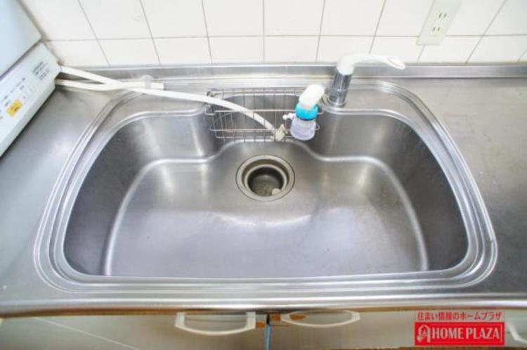 シンクが大きいと洗い物が多くても楽に洗えます。