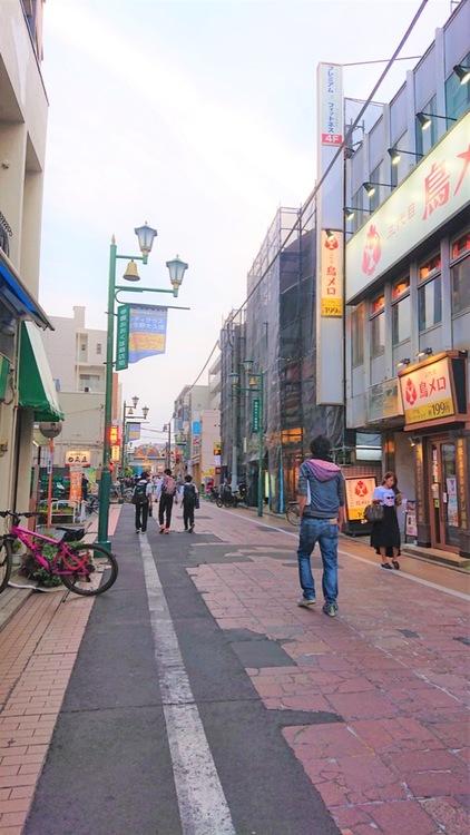 大久保商店街には、近年おしゃれなカフェやパン屋などができて進化しています。